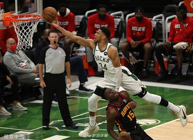 Antetokounmpo 25 points Trey-Young seulement 15 points, les Bucks ont battu les Eagles
