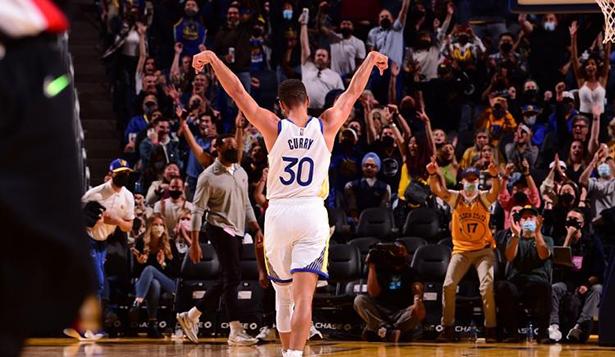 Curry a marqué 41 points en trois quarts, et les Warriors dans un état aussi parfait sont presque insolubles